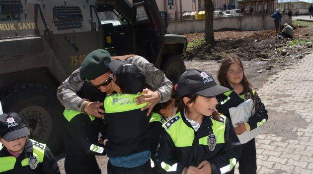 174 Yaşına Giren Polis Emniyettir!
