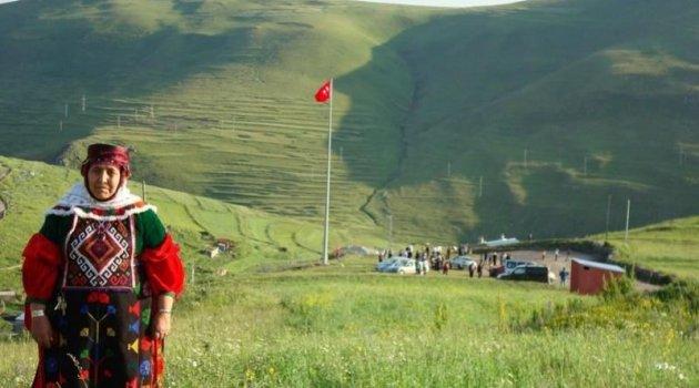 ATATÜRK ARDAHAN'DAN GİDİYOR!, KOMUTANLARDA GİTTİ!..