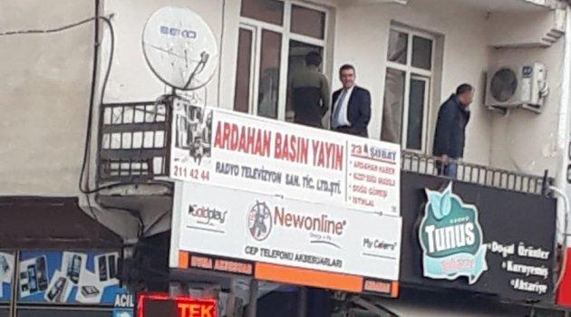 BAŞKAN AMBARGO KOYDUĞU BASININ BALKONUN DA!