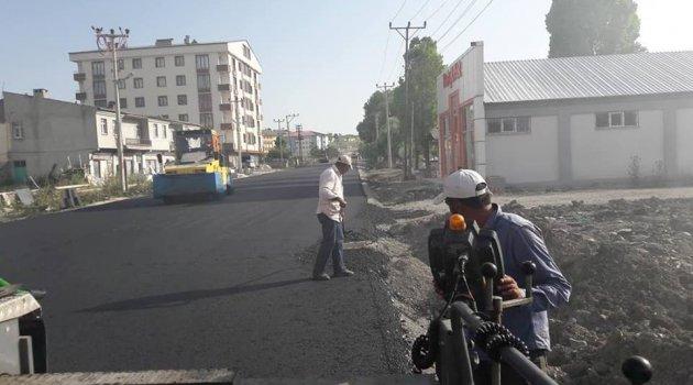 Bitmeyen yollar asfaltlanmaya devam ediyor..