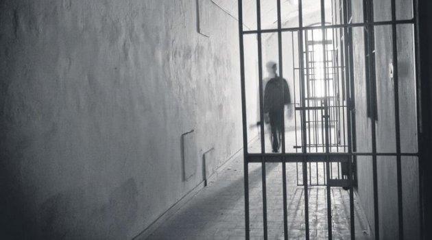 Gardiyan Mahkumların Parasını Yedi, Tutuklandı!