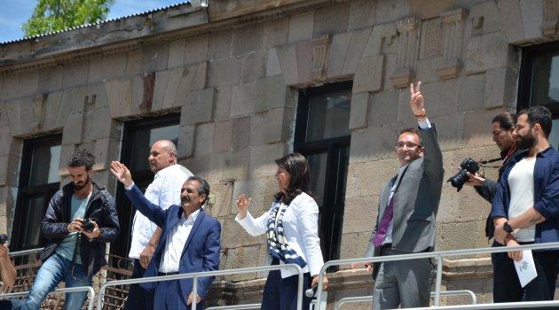 HDP Coşkusunu Hiç Kayıp Etmemiş..
