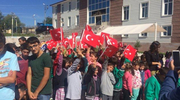 Mutsuz Öğrenciler Bayramlarını Kutladılar